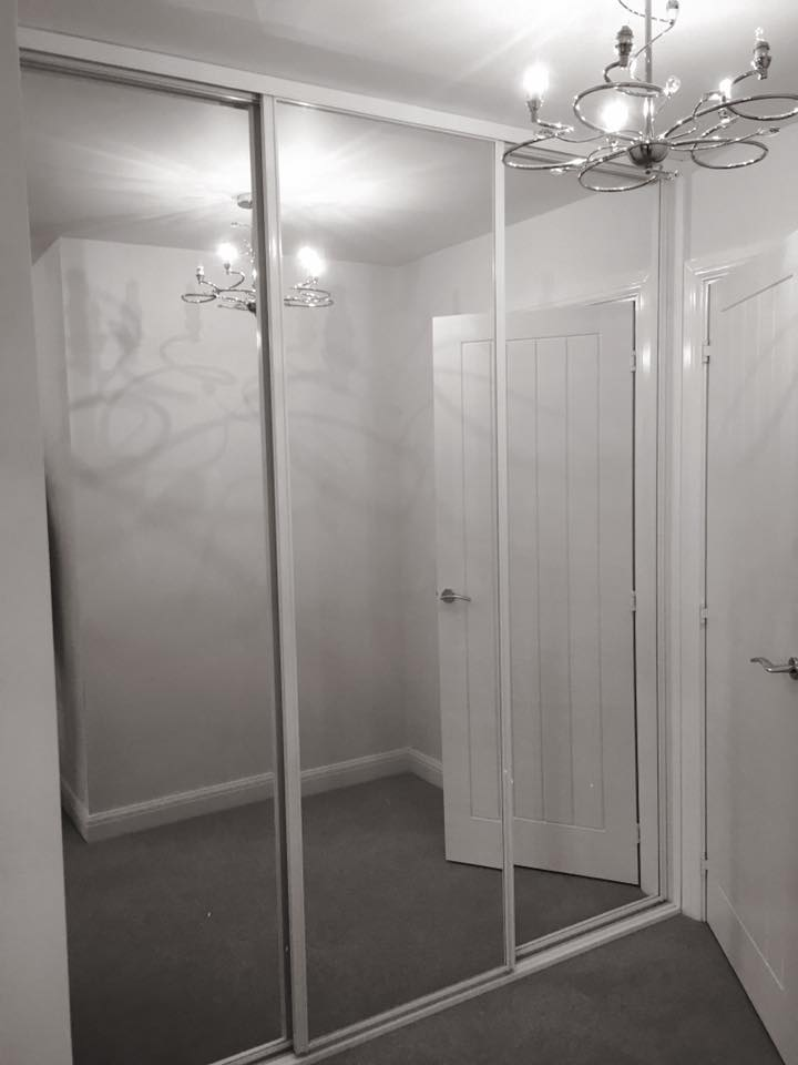 white trent frame - 3 mirror doors