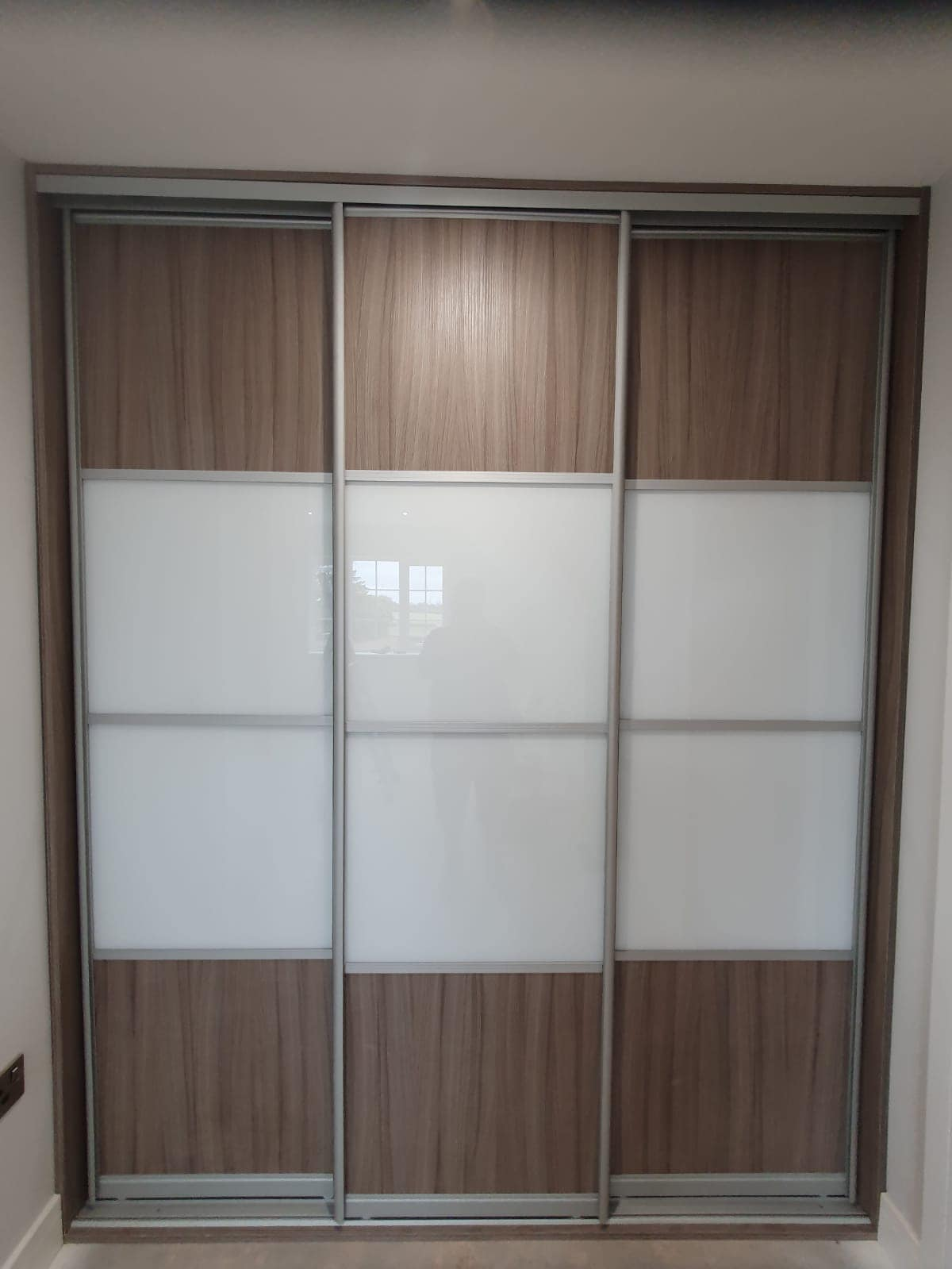 wood fitted wardrobe